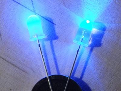 Das Leuchten der matten und klaren LED